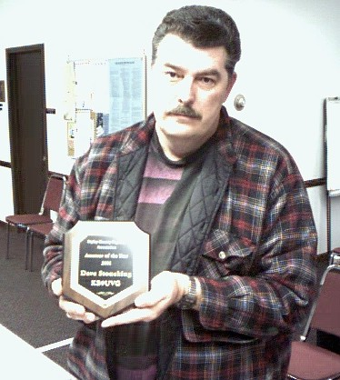 KB9UVG accepting the 2001 Ham of the year award